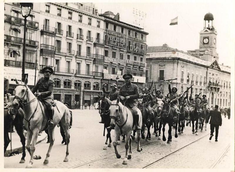 Entrada en Madrid artilleros del Regimiento de Artillería Ligera nº 1 de Getafe