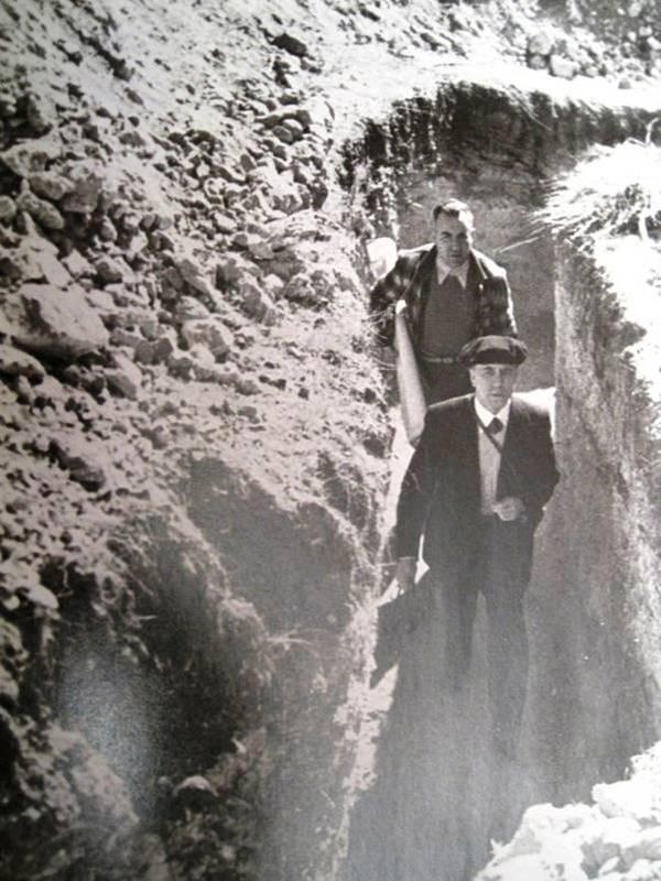 Construcción de trincheras en el Cerro de los Ángeles