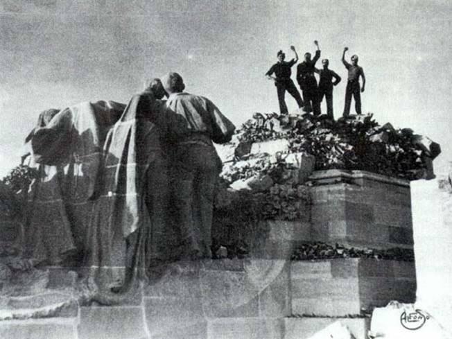 Voladura del monumento del Cerro de los Ángeles. Restos.