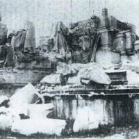 Voladura del monumento del Cerro de los Ángeles. Restos de la base.<br />